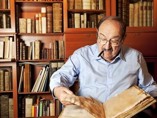 Cinque anni fa moriva Umberto Eco, da semiologo a romanziere di fama internazionale