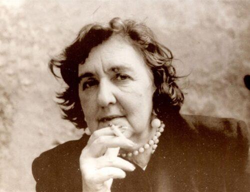 """Alda Merini: """"La pistola che ho puntato alla tempia si chiama Poesia"""""""