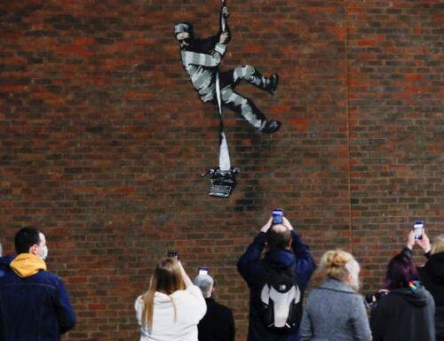 È di Bansky il mural nella prigione di Oscar Wilde