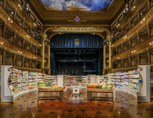 E se nel teatro ci facciamo un supermercato ci lasciate aprire?!
