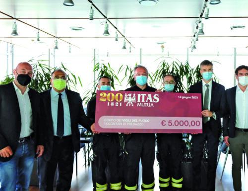 ITAS Mutua dona 5 mila euro al Corpo dei vigili del fuoco volontari di Predazzo